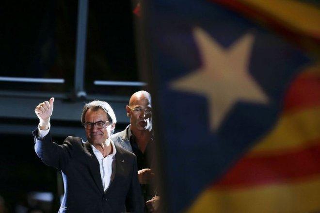 Artur-Mas-celebra-la-victoria-_54437685526_54028874188_960_639